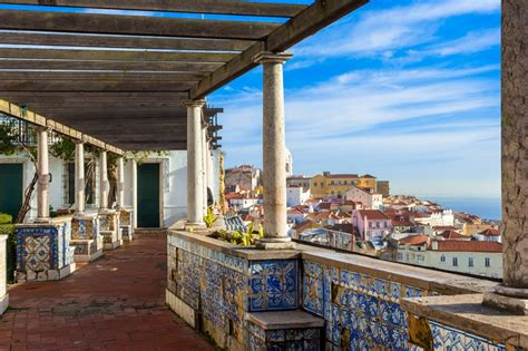 Half Day Private 3-hours Walking Tour of Lisbon (Cathedral