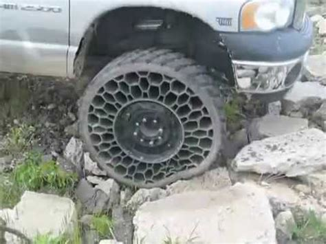 Airless tire Hummer - YouTube