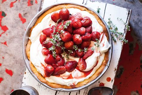 Roasted strawberry and cream pie - Recipes - delicious