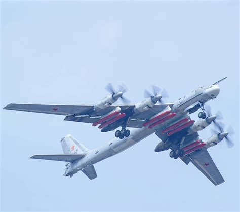 Tupolev Tu-95 with X-101 cruise missiles : aviation